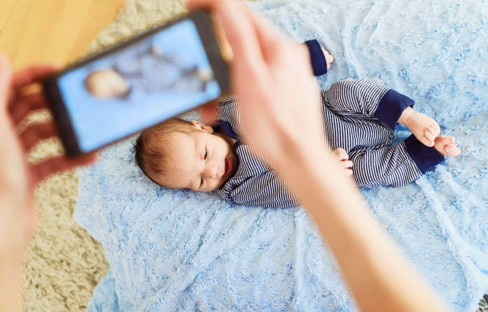 Seulement au Canada, on estime que plus de 85% des enfants de moins de deux ans ont déjà fait l'objet d'une publication sur les réseaux sociaux.