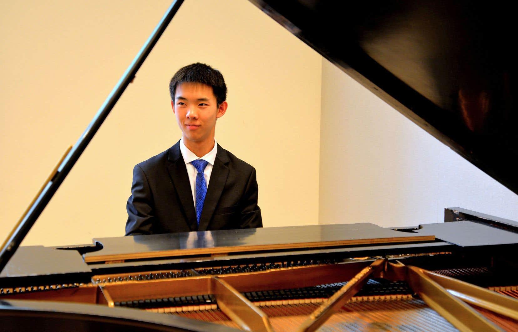 Âgé de 15ans, Raymond Huang, qui jouera le 9juillet le premier mouvement du 1erConcerto pour piano de Chopin, est un étudiant de l'Académie Taylor du Conservatoire royal de musique de Toronto.