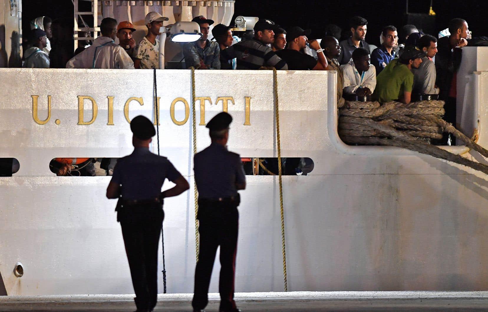 «Les ONG verront l'Italie seulement en carte postale», a déclaré sur une radio Matteo Salvini.