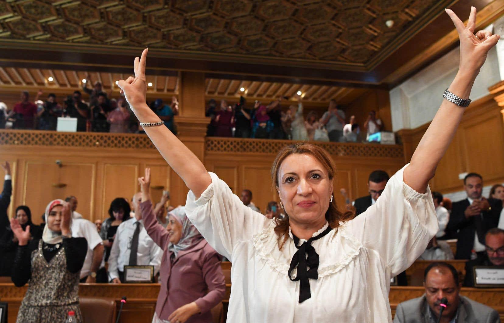 Souad Abderrahim a été élue mardi mairesse de Tunis, une première pour une femme.