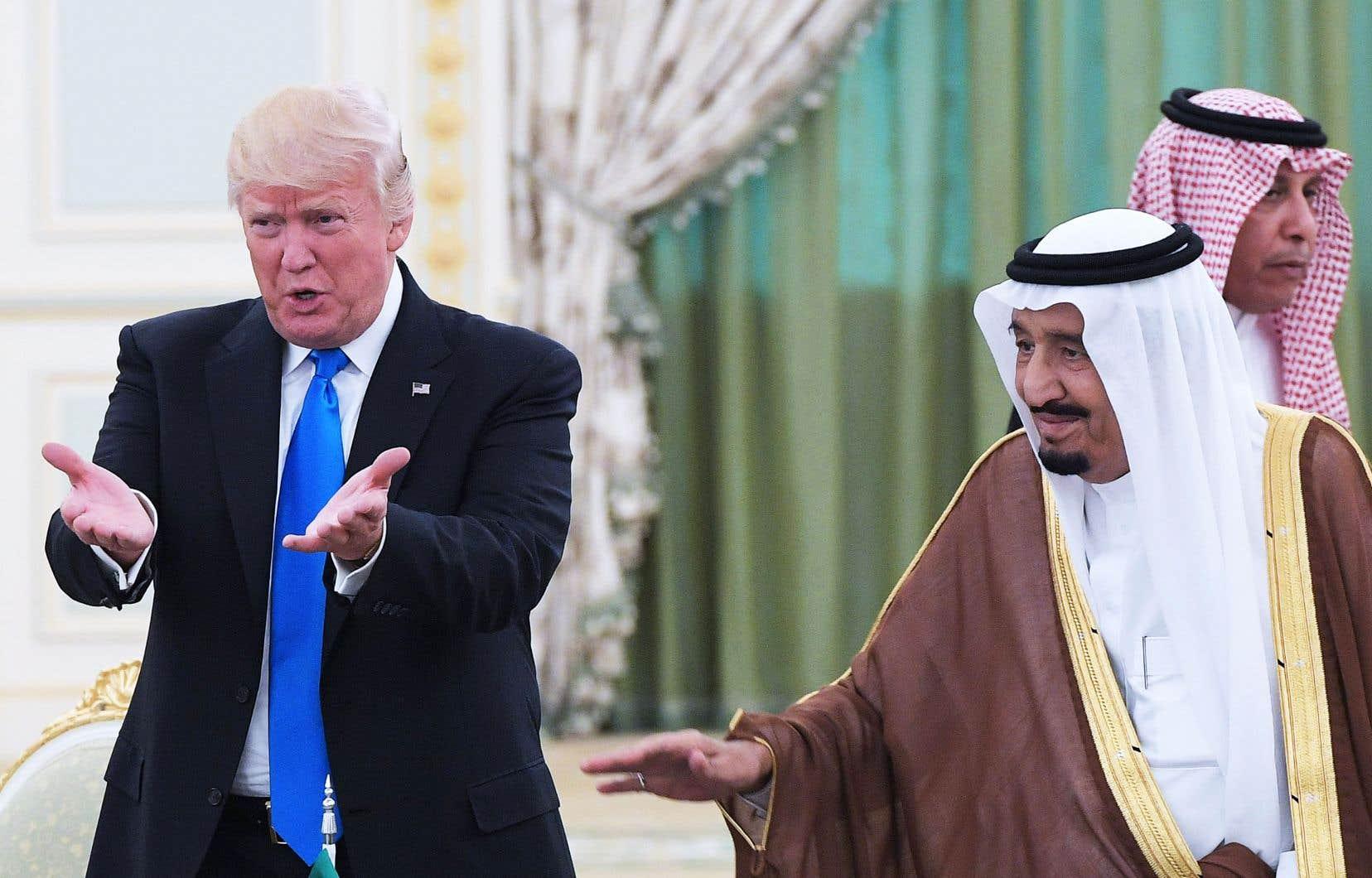 Le président américain, Donald Trump, et le roi Salmane ben Abdelaziz Al Saoud lors d'une rencontre le 20 mai 2017 à Riyad