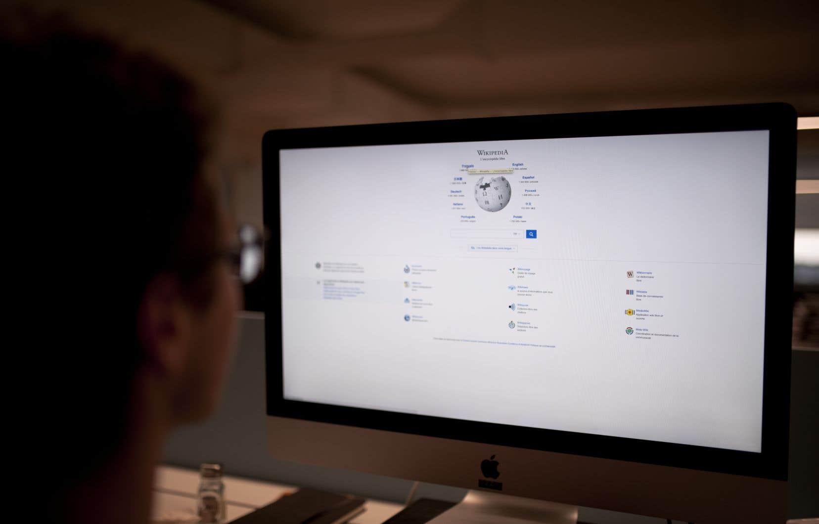 «La directive menacerait la liberté en ligne et imposerait de nouveaux filtres, barrières et restrictions pour accéder au web», a expliqué Wikipédia Espagne dans son communiqué.