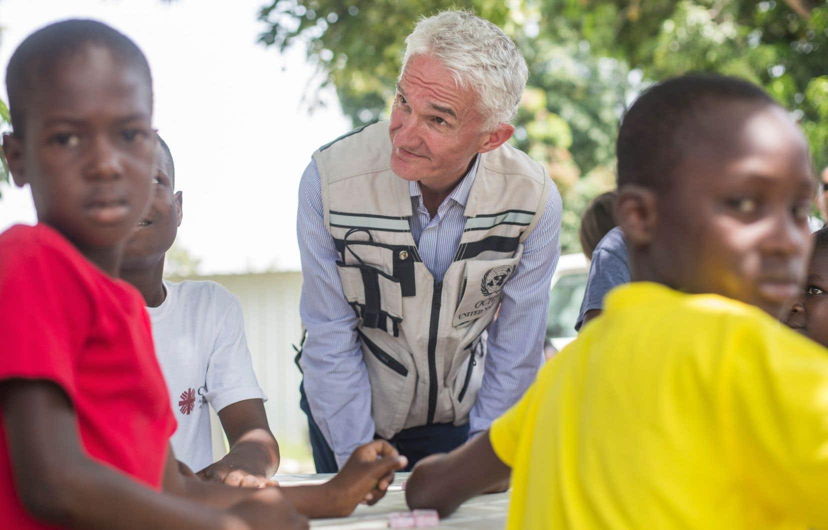 De passage en Haïti, le secrétaire général adjoint des Nations unies pour les affaires humanitaires, Mark Lowcock, a visité la maison d'accueil Sainte-Thérèse de l'Enfant-Jésus, un centre qui aide les enfants, y compris les mineurs non accompagnés, de parents immigrés expulsés de République dominicaine, à retrouver leur famille.