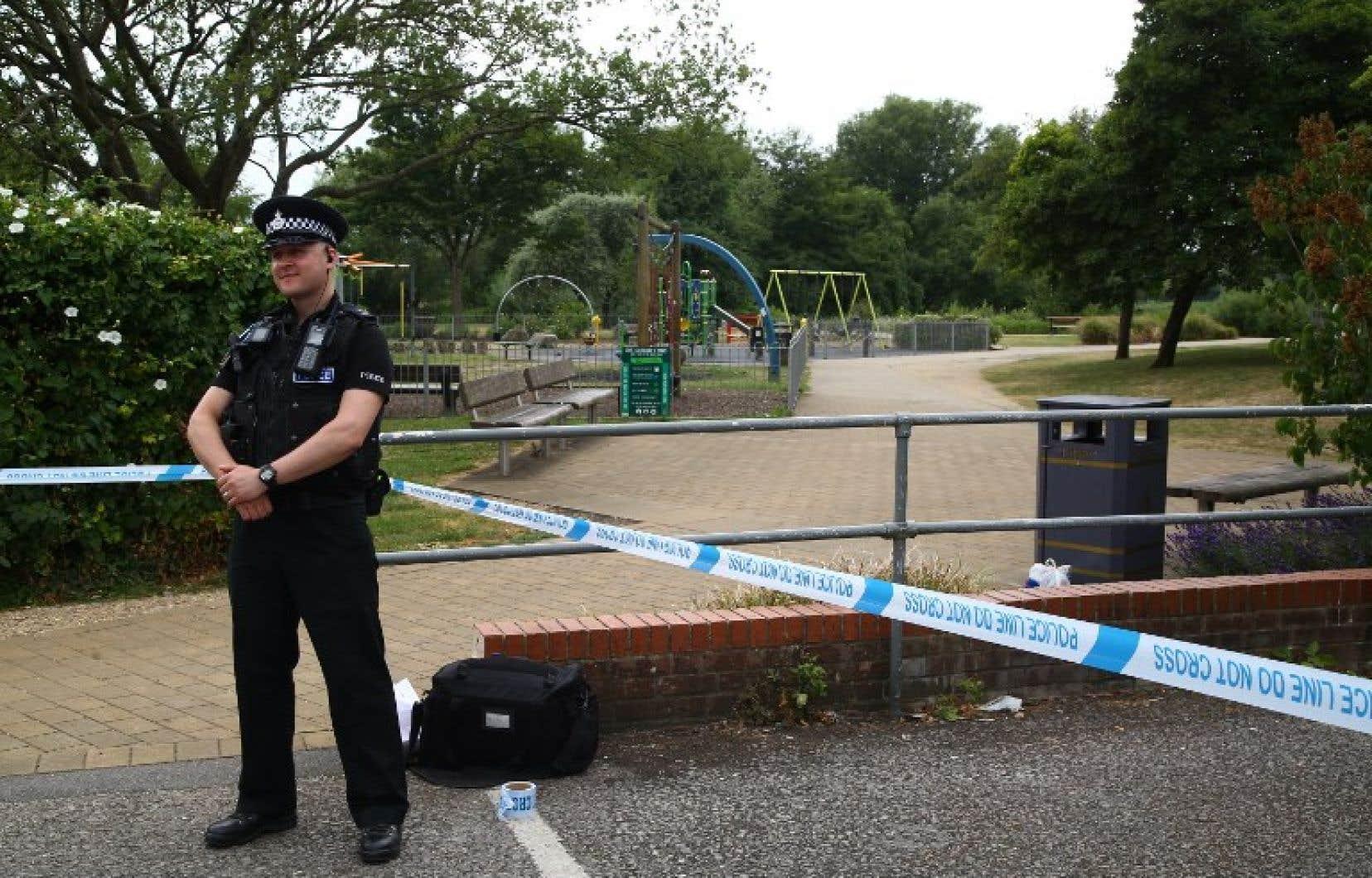 La police a bouclé le secteur où a été retrouvé le couple.