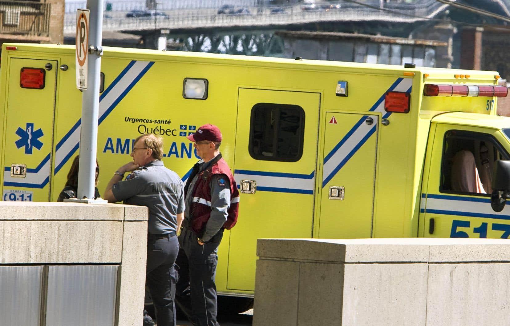La pression se maintient sur les services ambulanciers et Info-Santé.