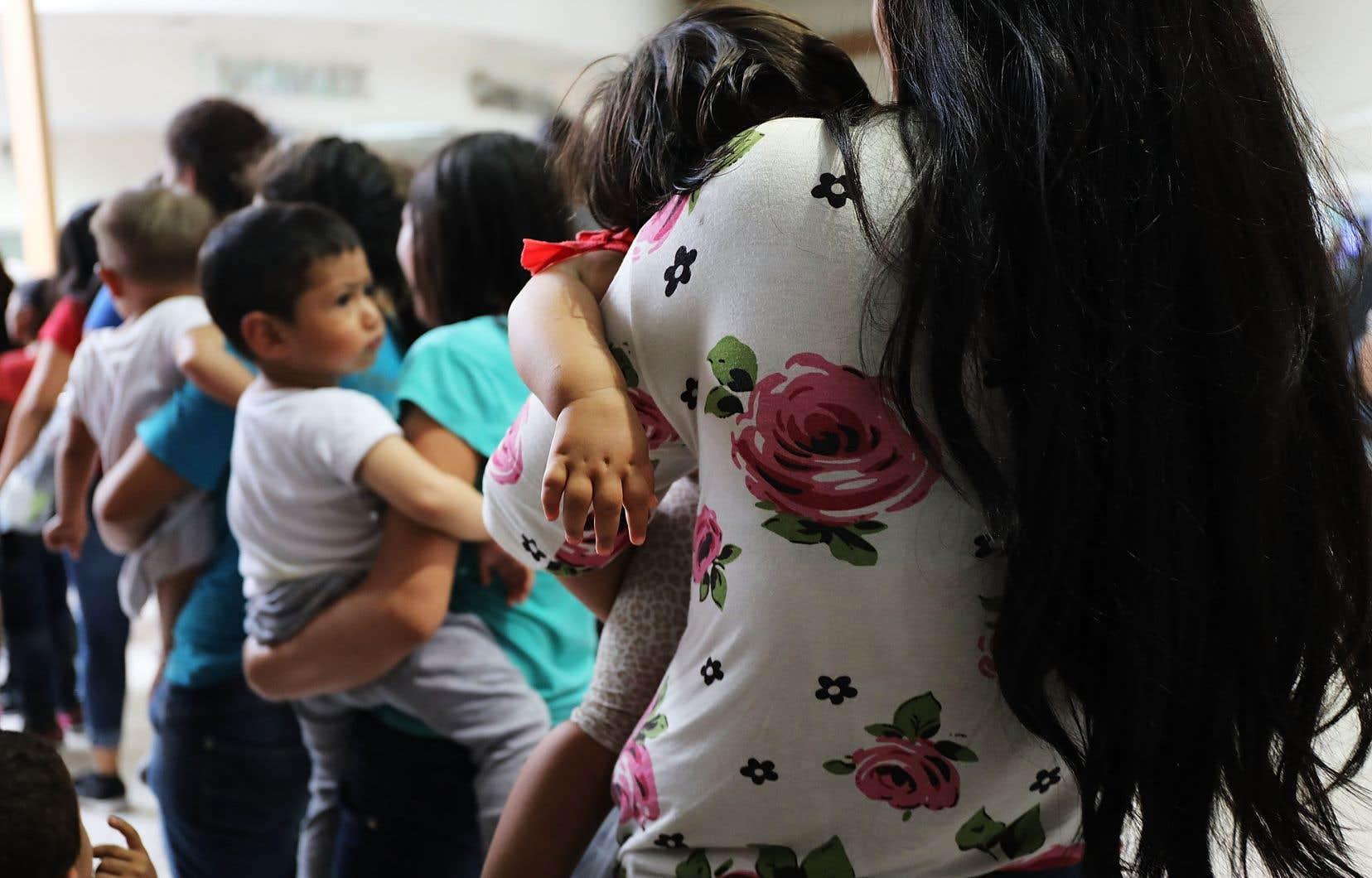 <p>Plus de 2300 mineurs ont été retirés à leurs parents sans-papiers en quelques semaines après que Donald Trump a décidé d'appliquerune politique de «tolérance zéro» en matière d'immigration clandestine.</p>