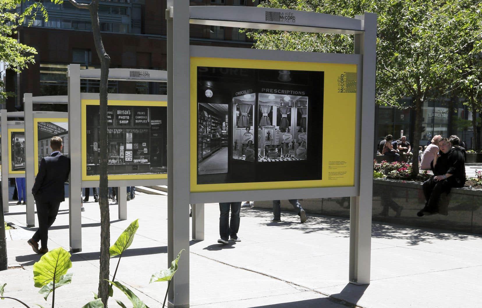 L'exposition «Vitrines de Montréal»occupe cet été l'avenue McGill College.