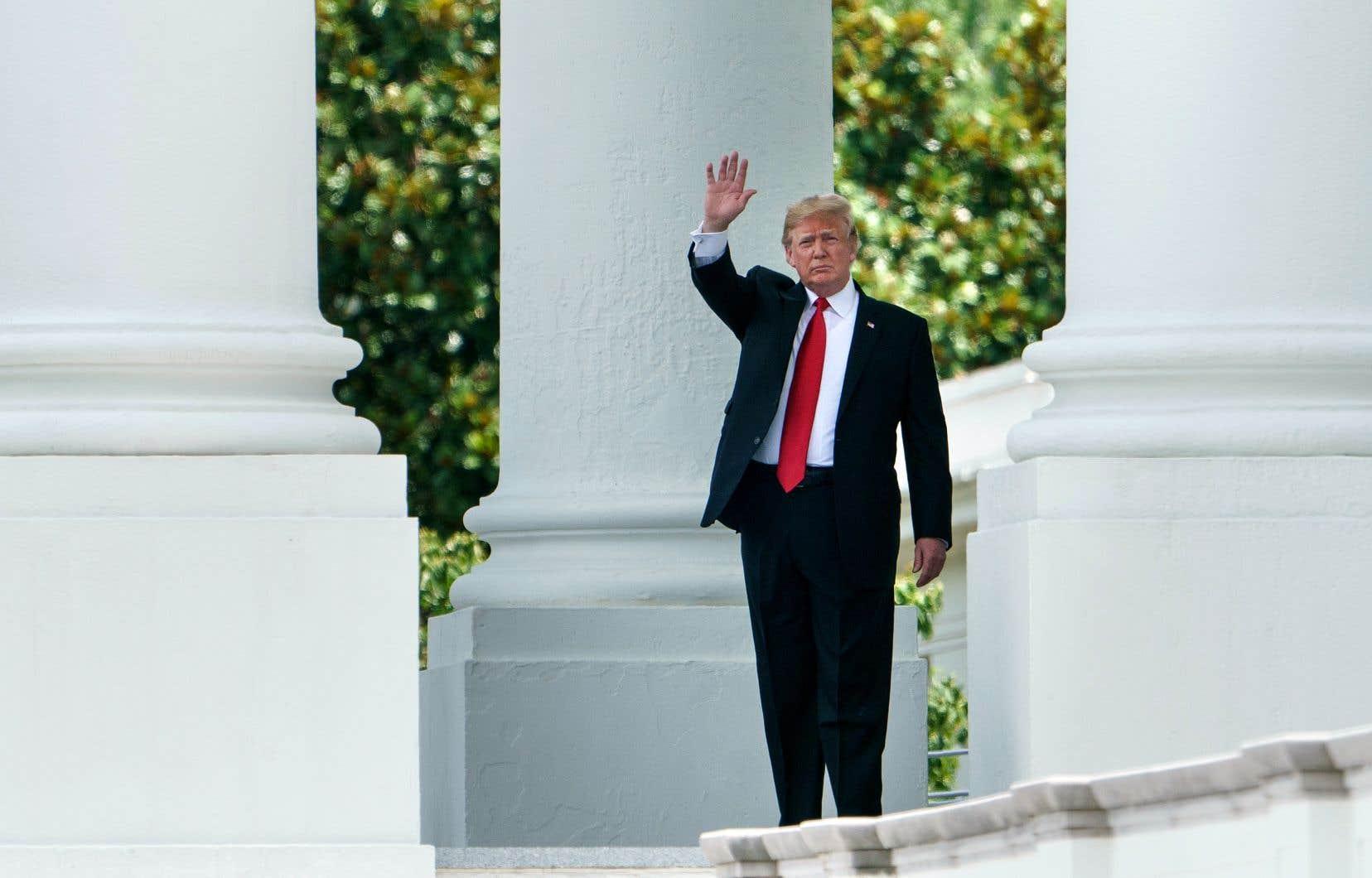 En deux tweets, sans mentionner les scandales entourant son ministre de l'Environnement, Donald Trump a annoncé avoir accepté la démission de Scott Pruitt, le 5juillet.