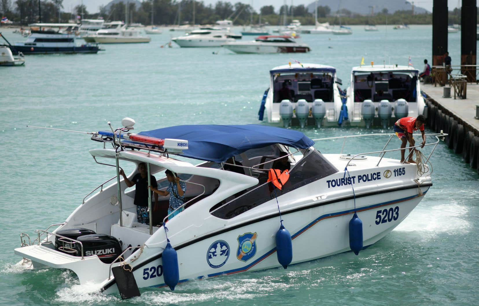 <p>Plusieurs bateaux semblent avoir ignoré les avertissements de ne pas emmener les touristes en excursion dans les îles autour de Phuket.</p>