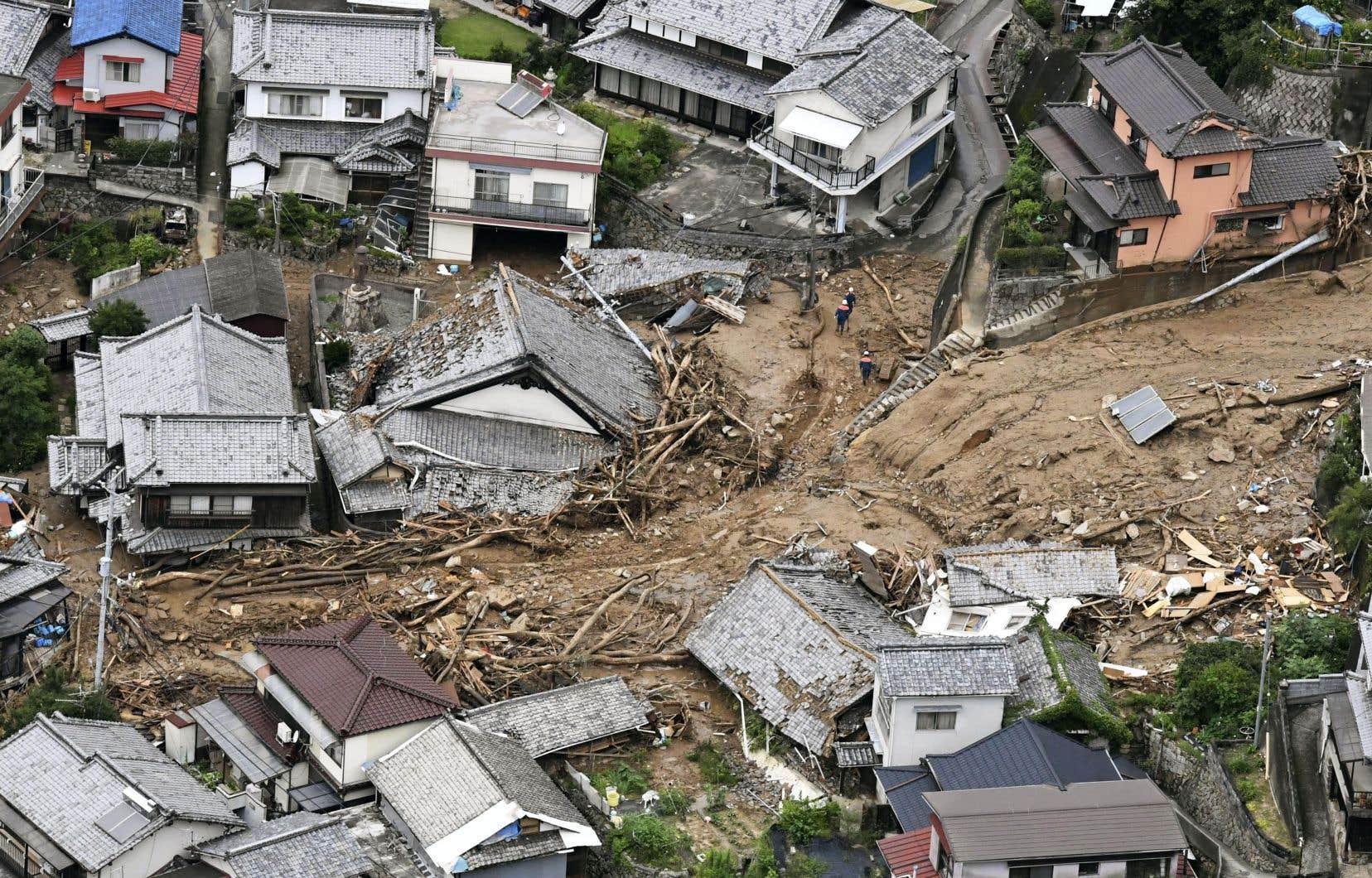 Les précipitations record enregistrées depuis plusieurs jours dans plusieurs régions ont entraîné des crues exceptionnelles, des glissements de terrain et des inondations.