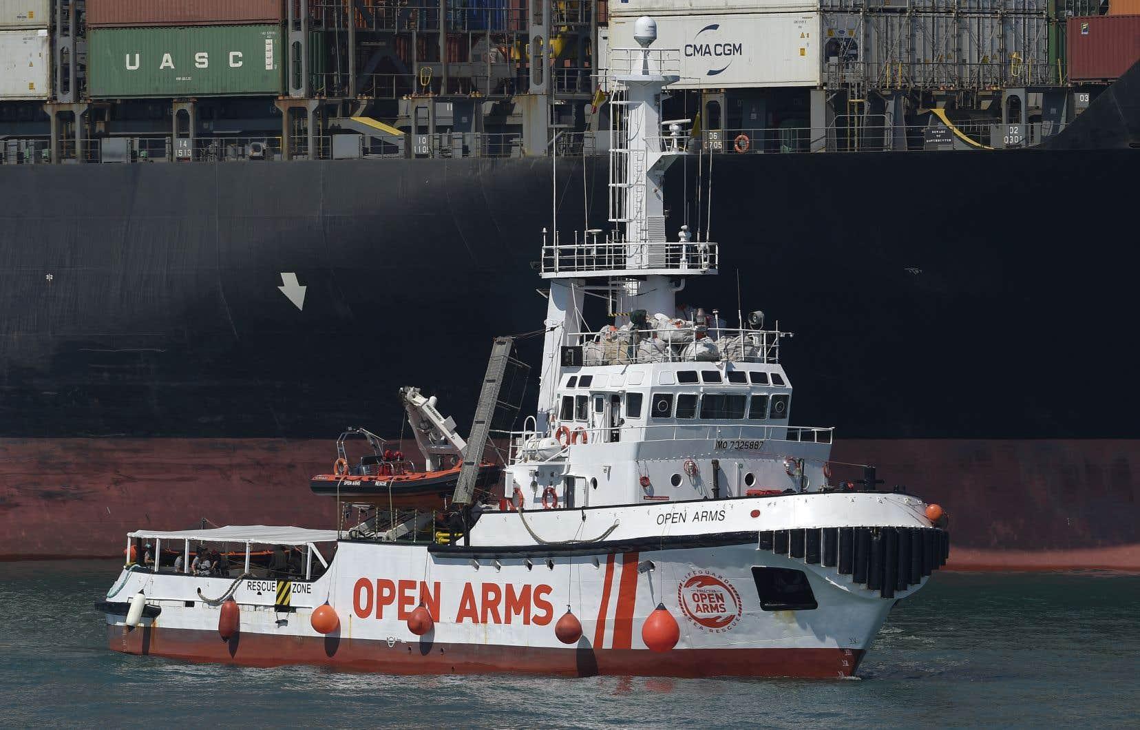Le navire de sauvetage de l'ONG Proactiva Open Arms, transportant 60 migrants,a été forcé de se rendre au port de Barcelone après que l'Italie et Malte lui eurent refusé l'accès.
