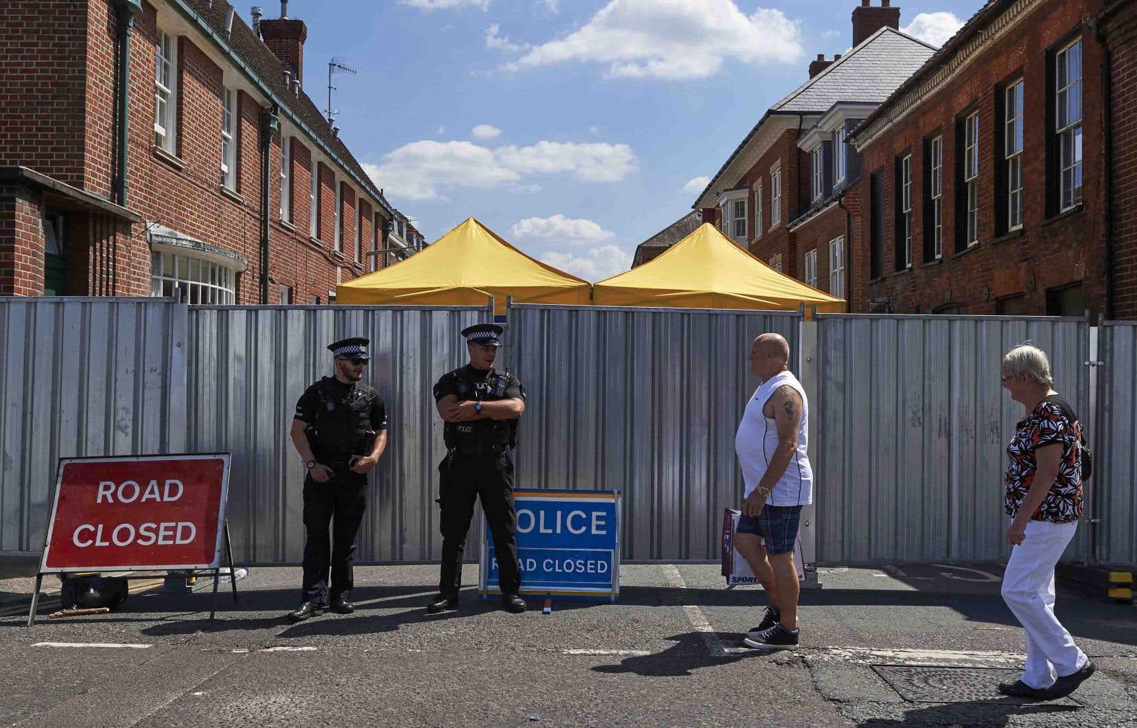 Scotland Yard a précisé que l'homme âgé de 45ans qui avait été hospitalisé le même jour que Dawn Sturgess à Salisbury, dans le sud-ouest du pays, après avoir été lui aussi contaminé au Novitchok, était toujours dans un état critique.