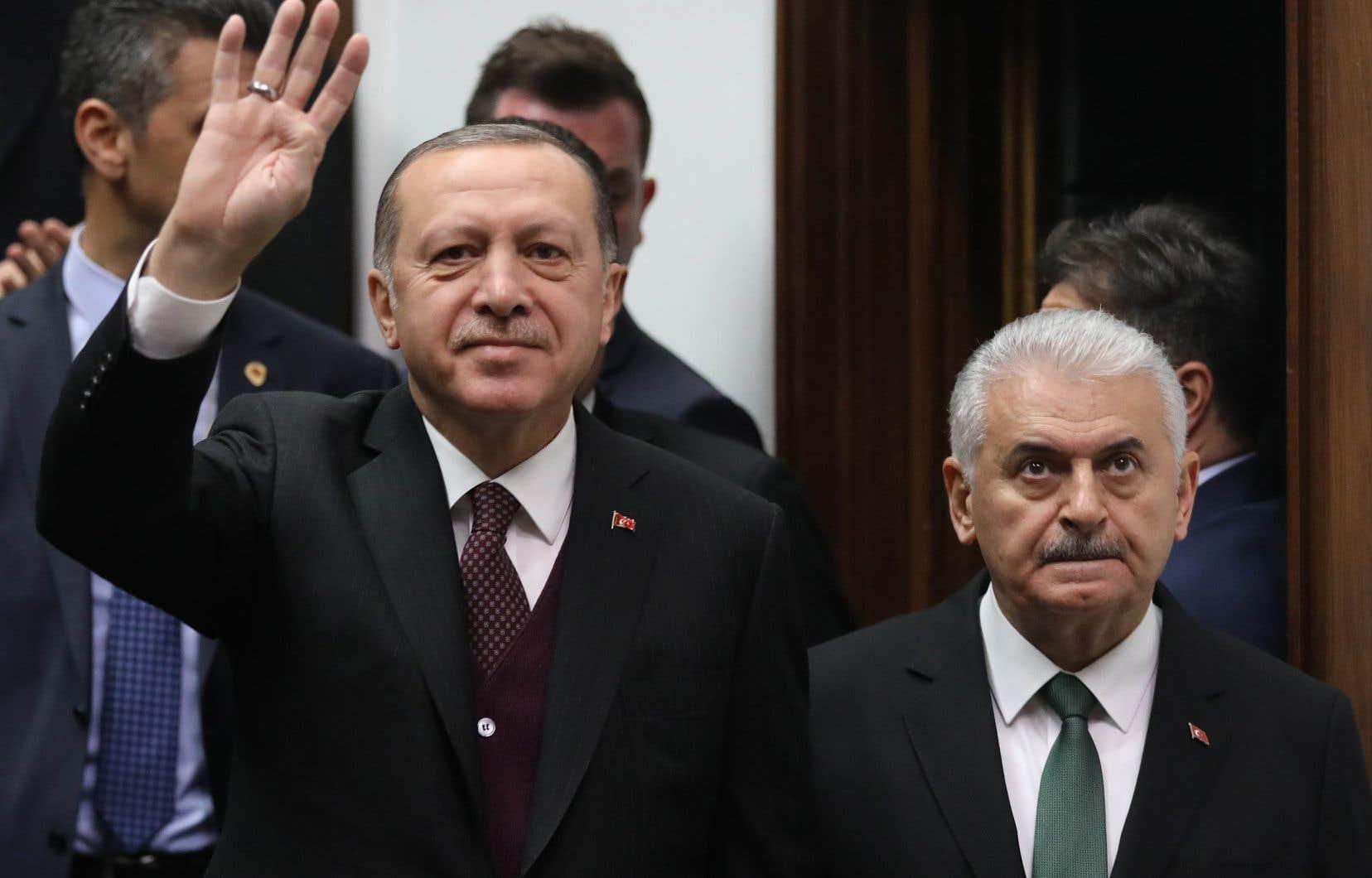 Sous un nouveau système présidentiel qui entrera en vigueur lundi, l'ensemble des pouvoirs exécutifs revient au président,Recep Tayyip Erdogan, qui pourra notamment promulguer des décrets présidentiels.