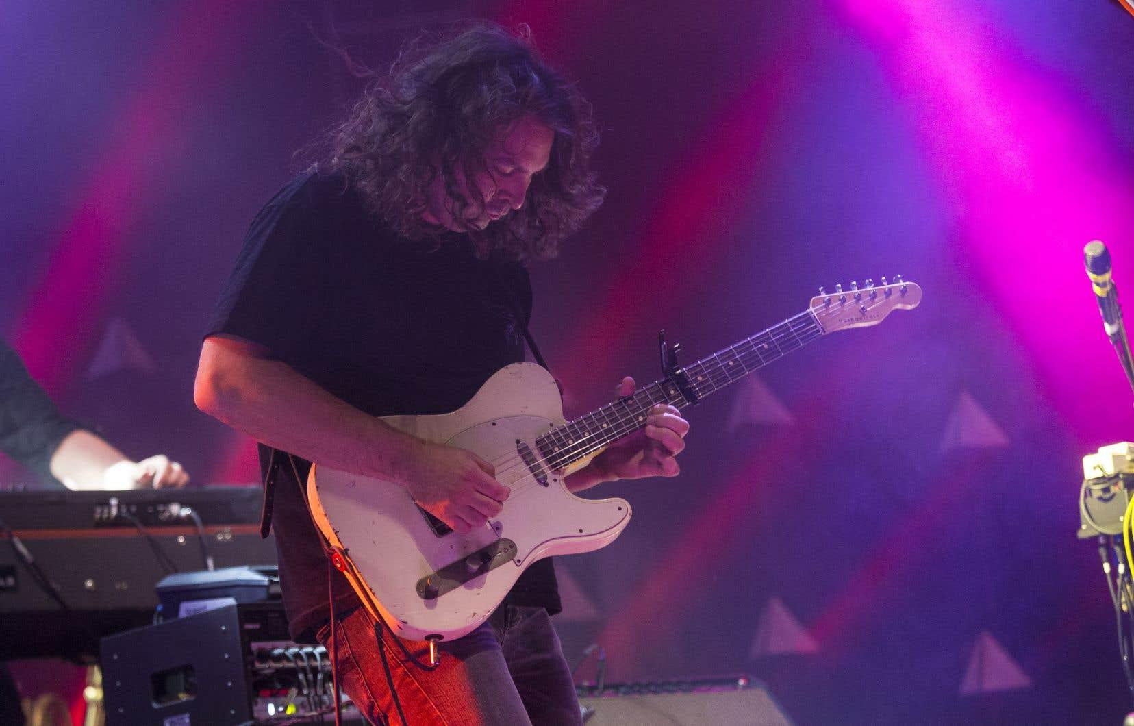 Avec le groupe The War on Drugs, les spectateurs ont eu droit à de la chanson rock de tradition américaine dans toute sa grandeur. Sur la photo,le chanteur et guitariste Adam Granduciel