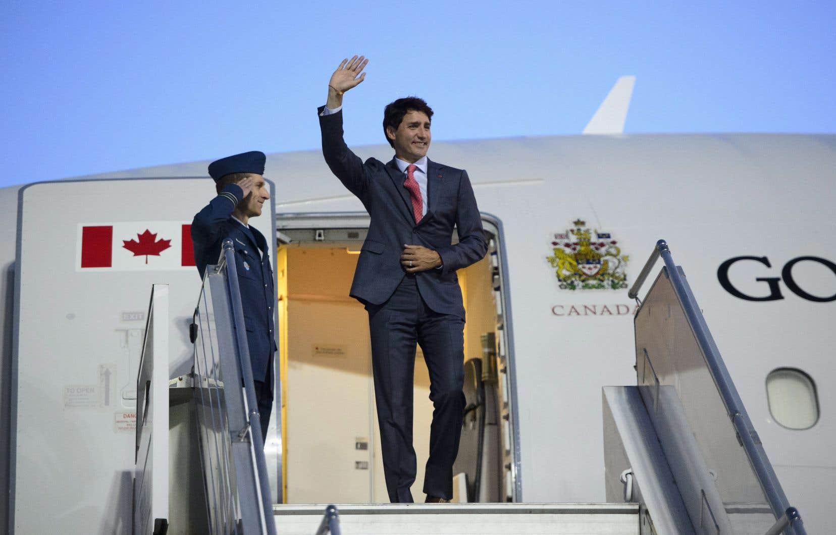 Justin Trudeau est arrivé lundi soir en Lettonie, où il doit souligner les engagements militaires du Canada envers l'OTAN en vue du sommet prévu cette semaine à Bruxelles.