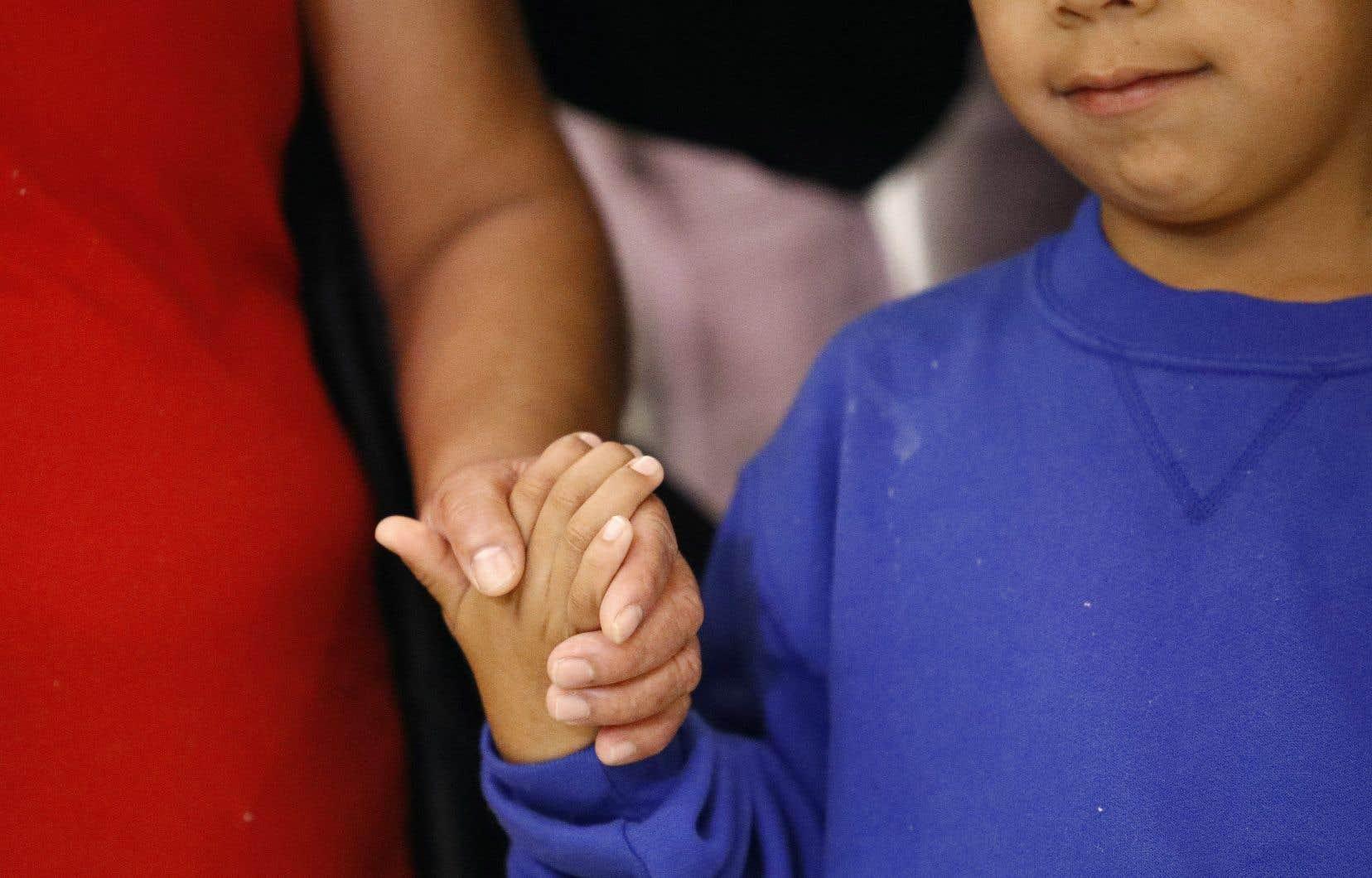 Plus de 2000 enfants ont été séparés de leurs parents à la frontière américano-mexicaine pour être envoyés dans des centres disséminés à travers les États-Unis.