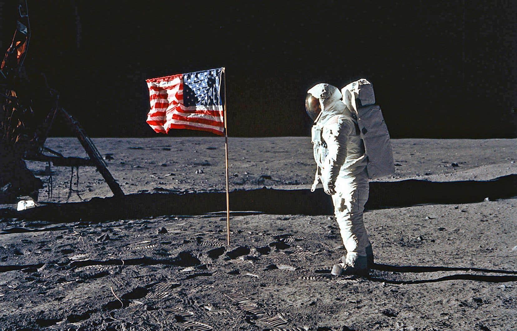 En 1969, la NASA a choisi Futura pour la plaque commémorant le passage de la mission Apollo 11 sur la Lune.