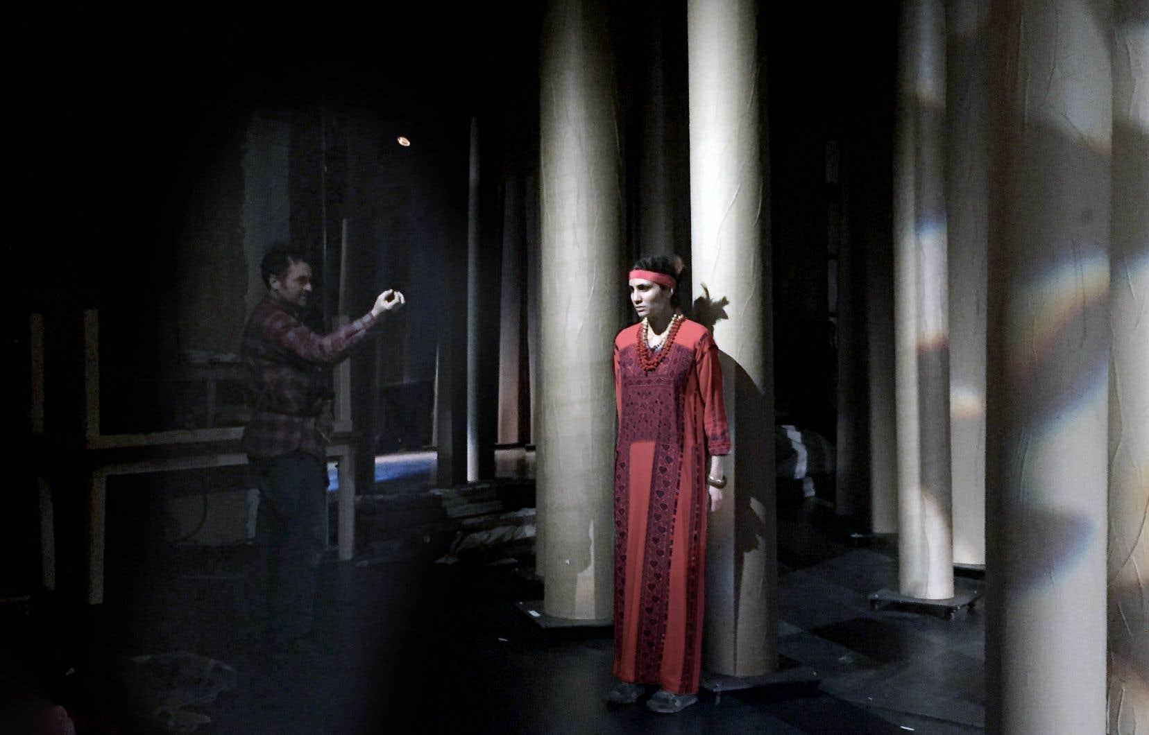 Sous la direction de Robert Lepage, les comédiens du Théâtre du Soleil proposeront en décembre à Paris une relecture de l'histoire du Canada.