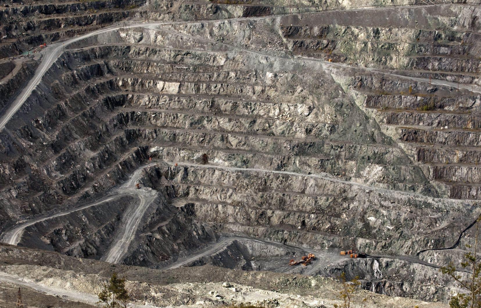 L'héritage des sites miniers, comme celui-ci à Asbestos, photographié en 2011, est en soi un enjeu de taille au Québec.
