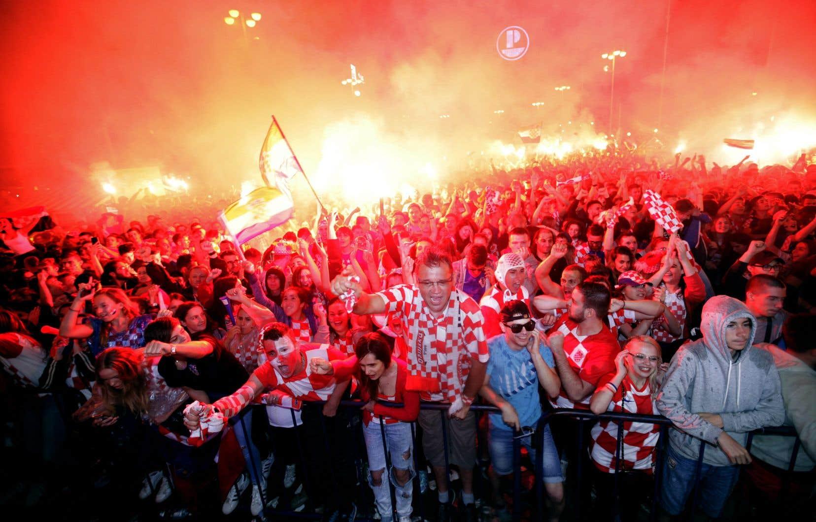Des milliers de partisans, réunis sur la place centrale de la capitale Zagreb, ont suivi la rencontre sur écran géant mercredi sans être découragés par la pluie.