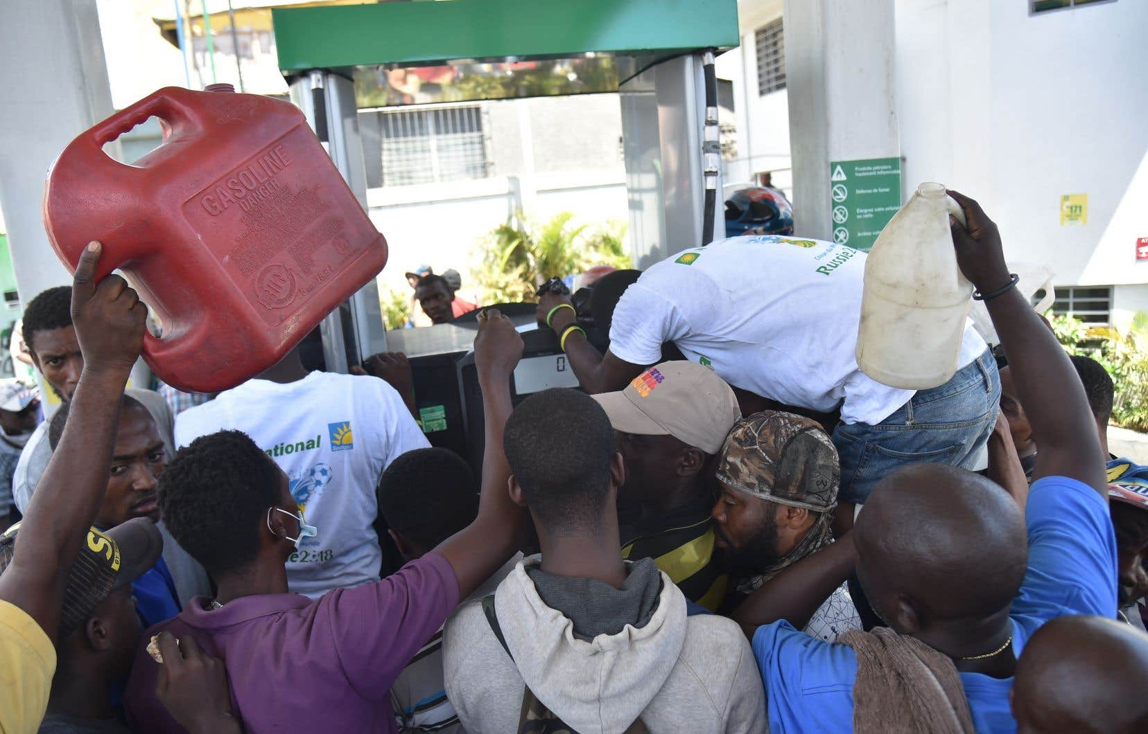 Environ 60 % des Haïtiens vivent avec moins de deux dollars par jour et cette majorité pauvre de la population est très sensible à la moindre variation des prix.