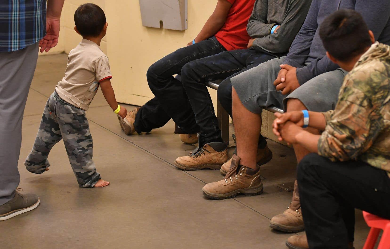 <p>Les autorités américaines ont indiqué chercher des tuteurs appropriés pour les enfants qui restaient détenus.</p>
