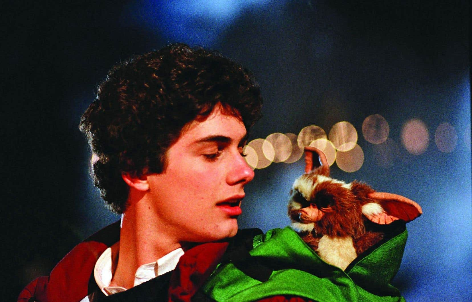 Zach Galligan en compagnie de l'adorable créature velue Gizmo