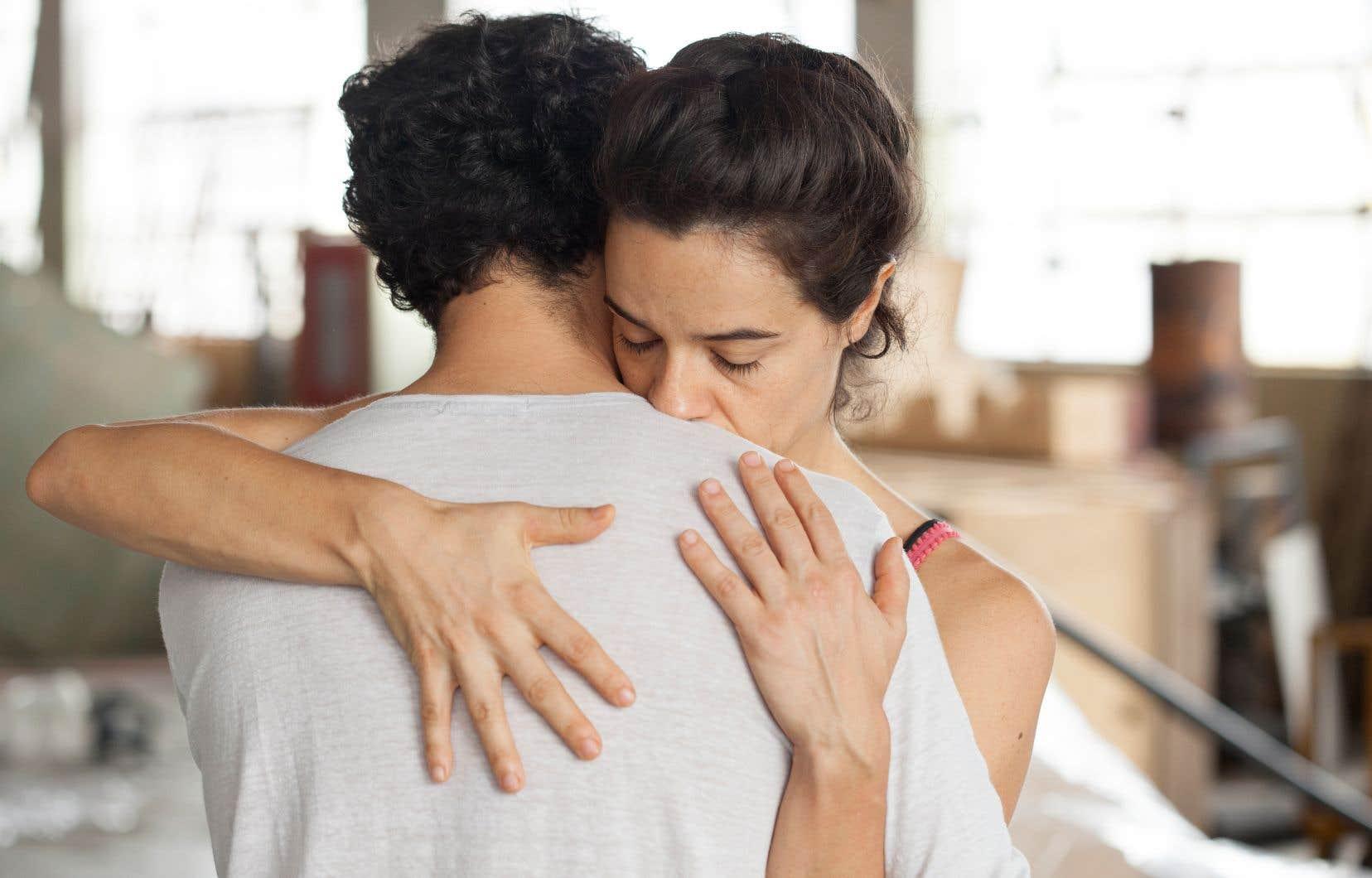 Entre les deux artistes dépeints s'élabore un étrange tango.