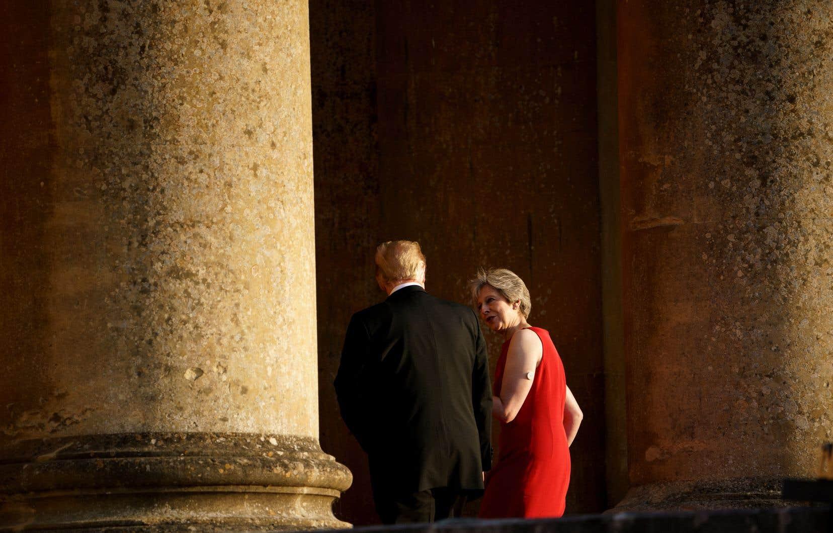 Le président américain, Donald Trump, et la première ministre britannique, Theresa May, lors d'un dîner avec des représentants du monde économique, jeudi, à Londres.