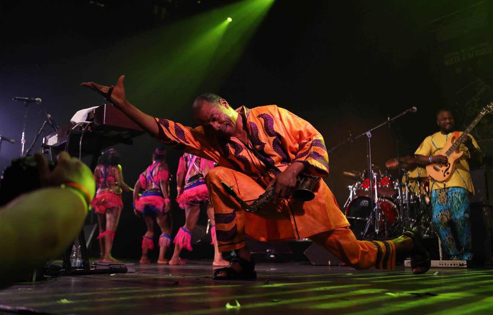 Les festivaliers ont pris le parterre d'assaut pour danser sur les rythmes savants de l'orchestre nigérian Positive Force, dirigé au doigt et à l'oeil par le fils de l'inventeur de l'afrobeat, Femi Anikulapo Kuti.