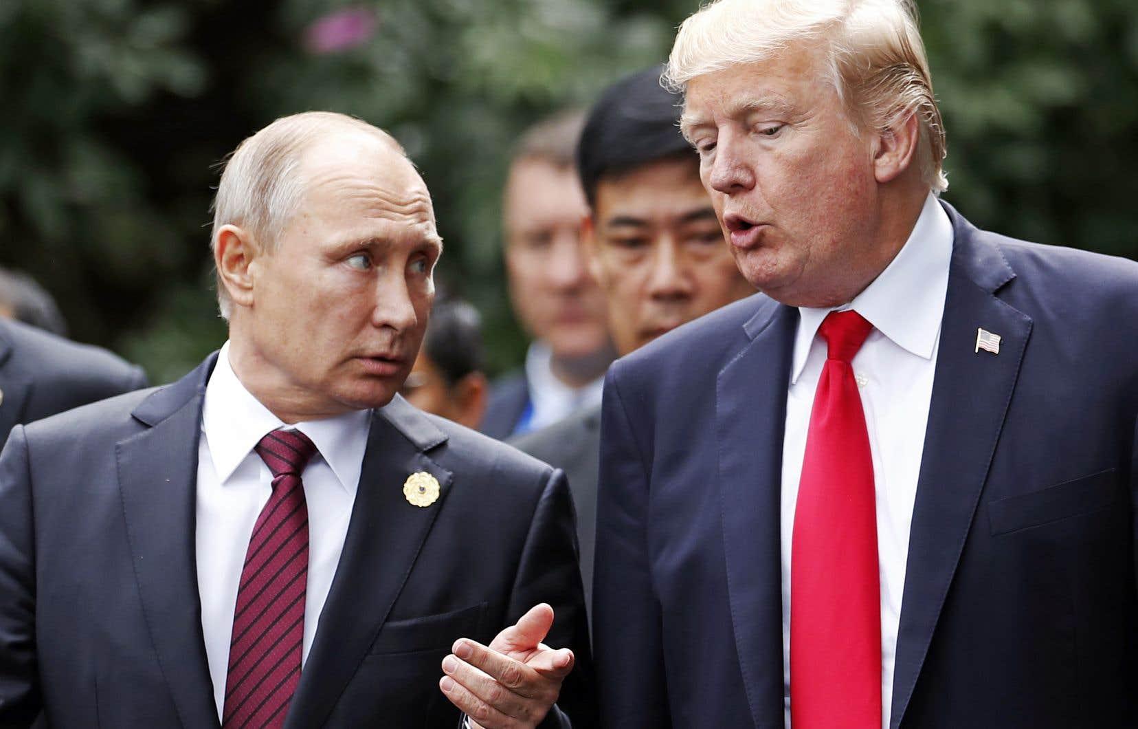 Donald Trump aux côtés de Vladimir Poutine lors du dernier sommet de l'APEC, qui s'est tenu au Vietnam en novembre 2017