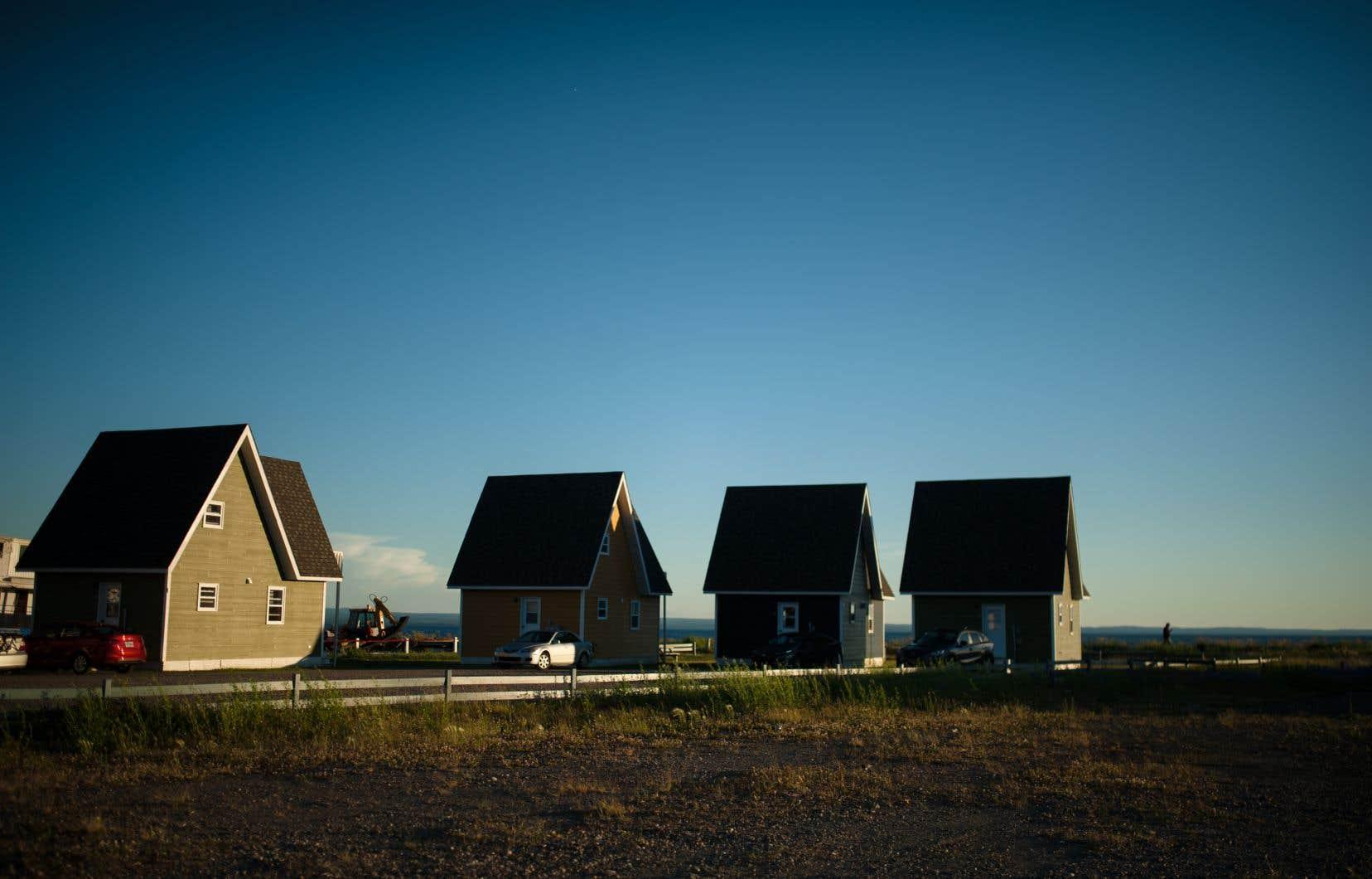 La Gaspésie compte 79 442 habitants (en excluant les Îles-de-la-Madeleine). Ce vaste territoire d'une superficie d'environ 20 000 km2, certains considèrent qu'il est trop grand pour une population si petite.
