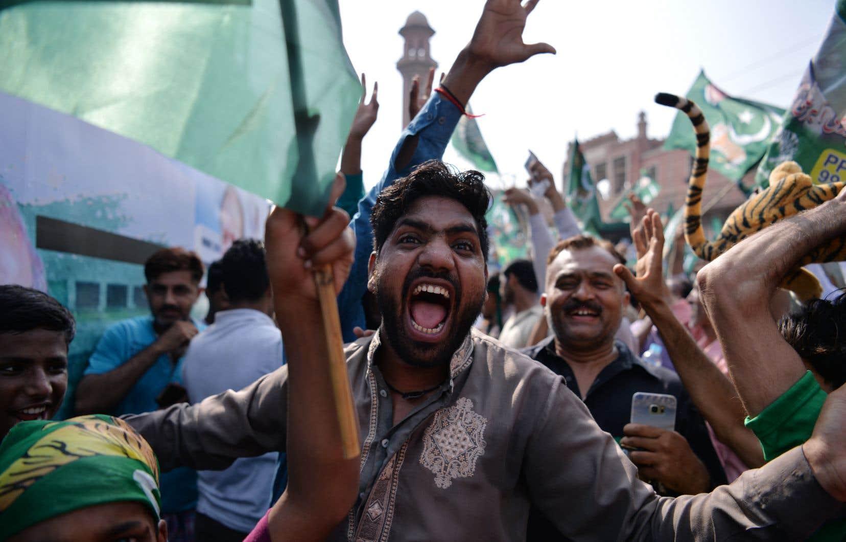 Les accusations contre les militaires ont été exacerbées par l'arrestation de l'ex-premier ministre Nawaz Sharif, vendredi, alors qu'il rentrait de Londres.
