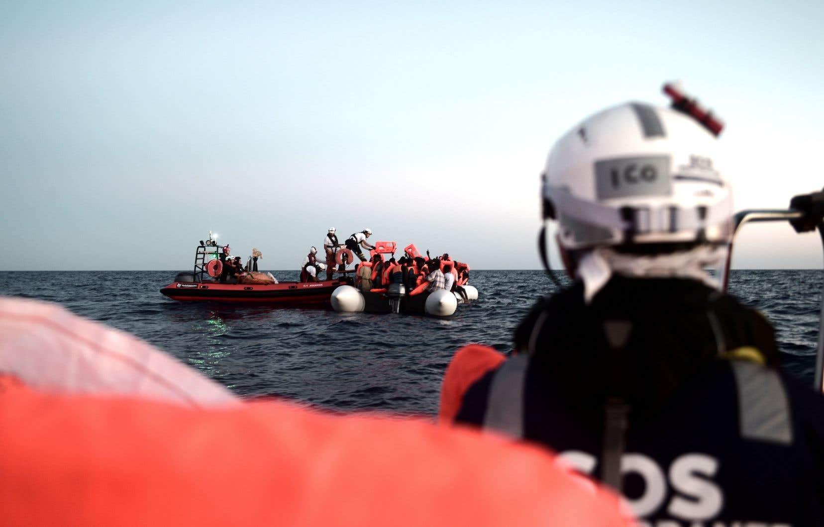 Des milliers de réfugiés se noient chaque année dans la Méditerranée en fuyant la Libye et la Syrie.
