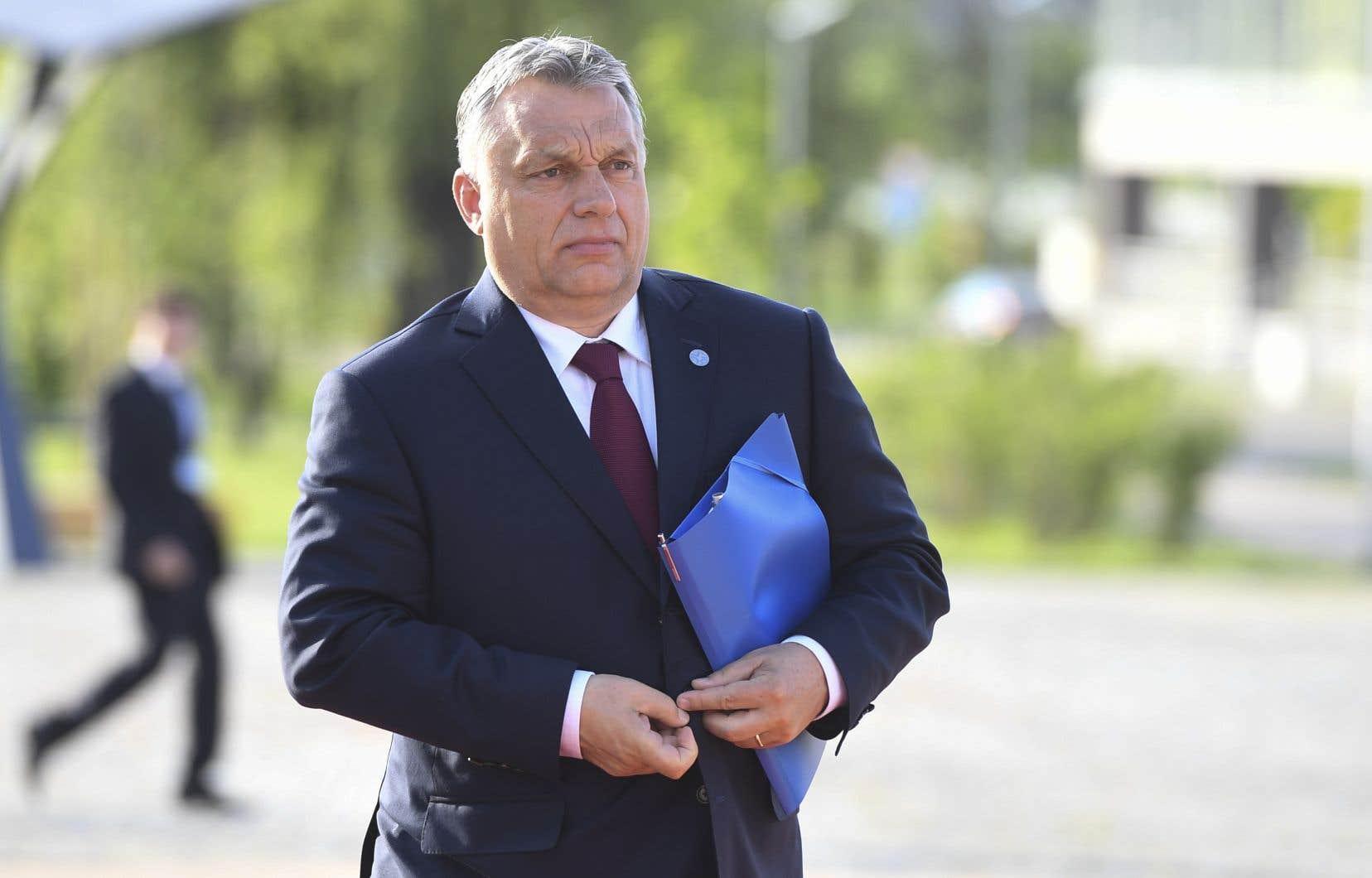 M. Orban est accusé d'avoir attisé l'antisémitisme en Hongrie lors de la campagne lancée contre le milliardaire juif américain d'origine hongroise George Soros.