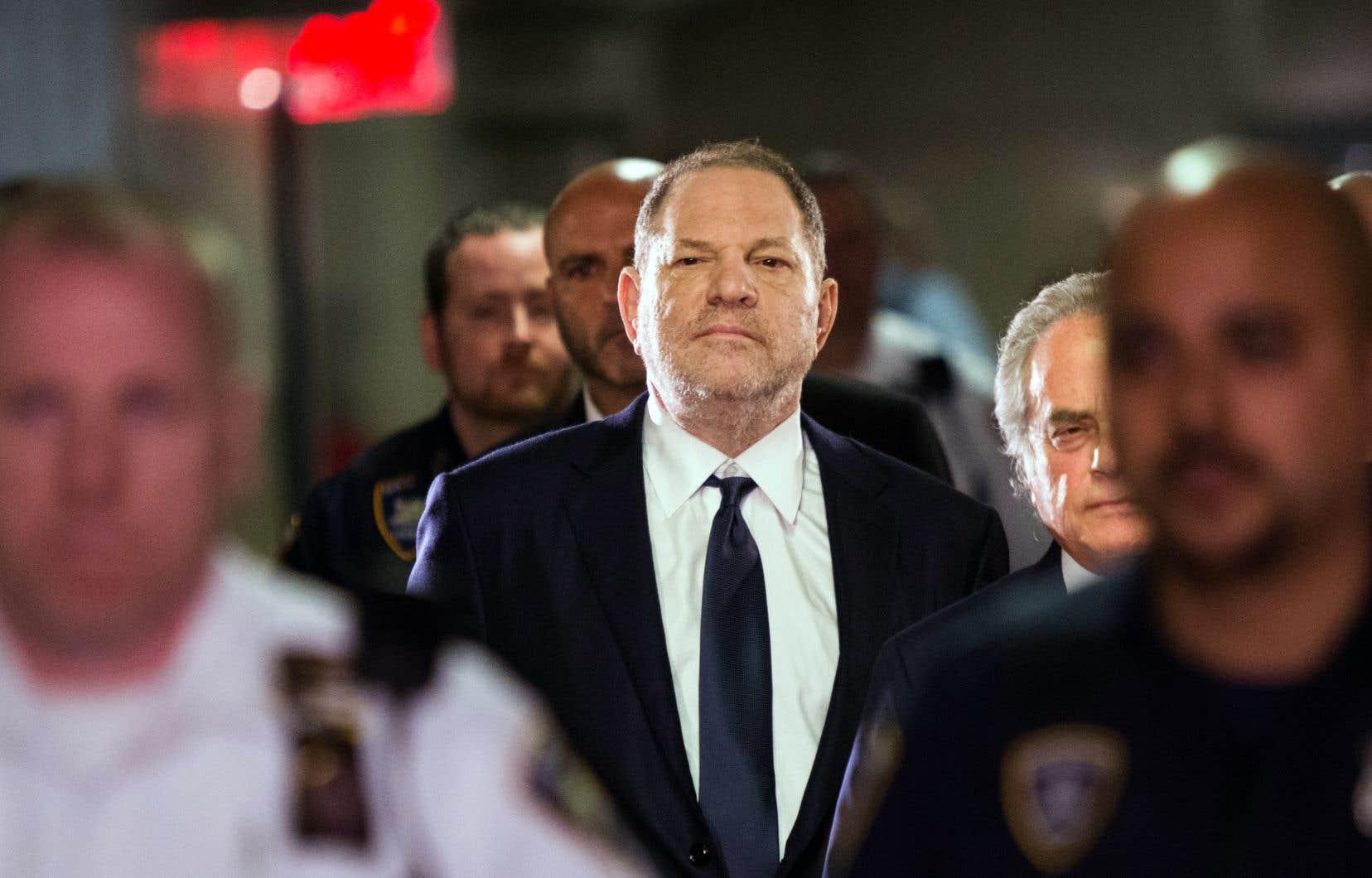 M.Weinstein fait face à New York à des accusations criminelles d'agression sexuelle, et il a été cité dans plusieurs autres poursuites pour harcèlement sexuel.