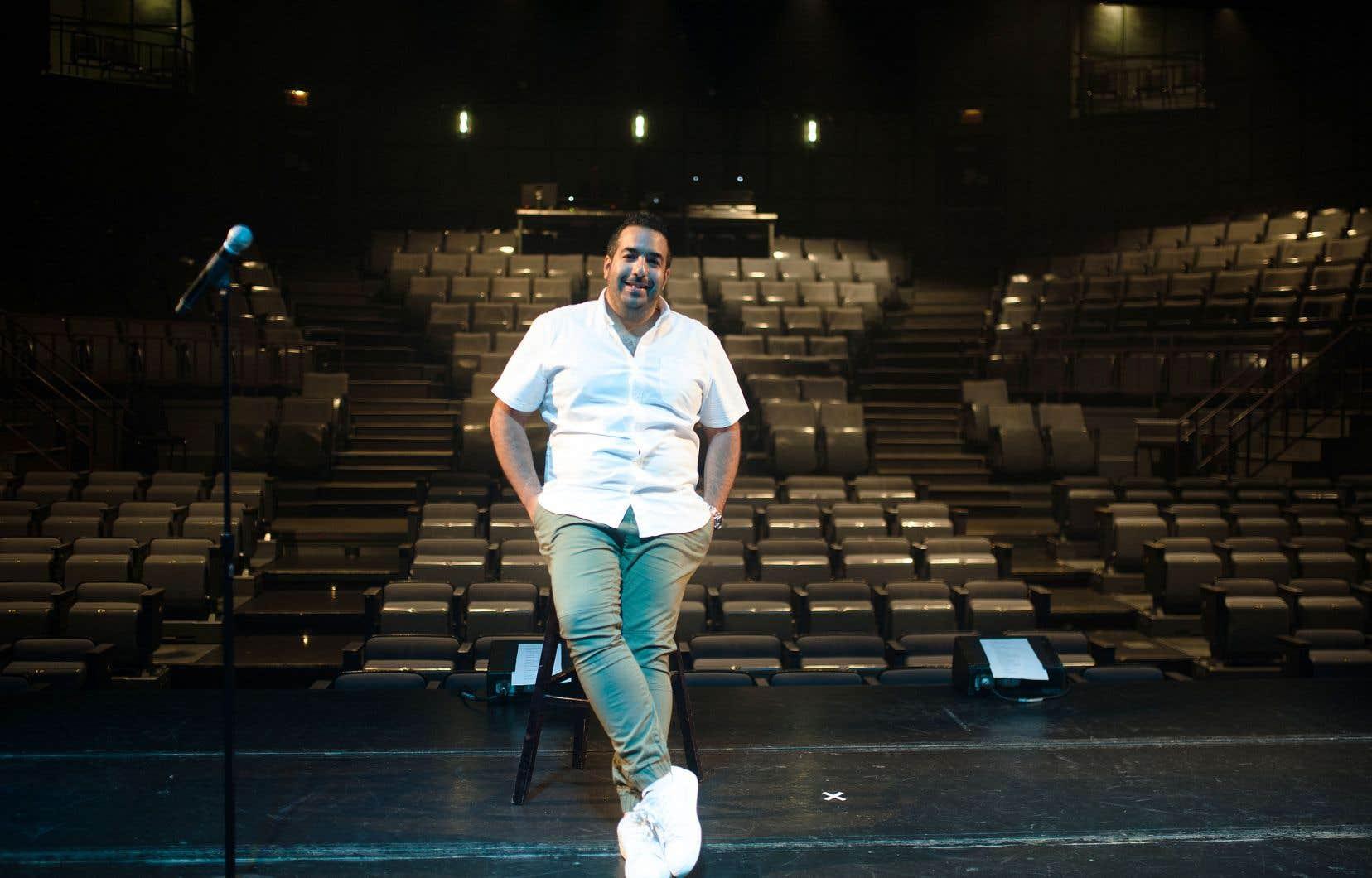 Neev, humoriste juif québécois, né de parents d'origine marocaine et française, peut imiter autant d'accents que Gregory Charles connaît de chansons pop.