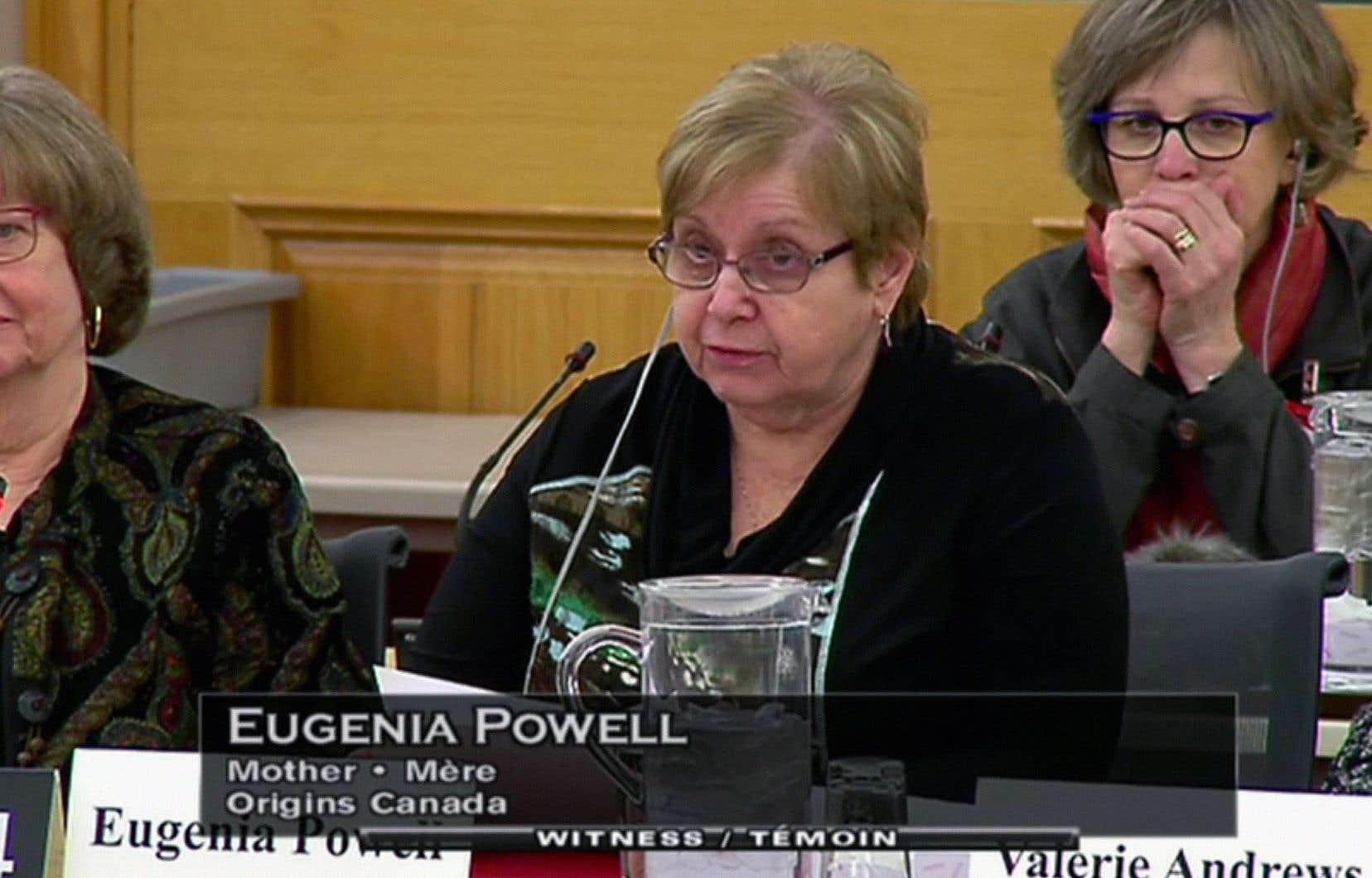 Eugenia Powell a raconté au comité sénatorial, en mars dernier, qu'une travailleuse sociale lui avait expliqué à l'époque qu'elle se marierait probablement et qu'elle oublierait le bébé qu'elle avait dû donner en adoption.