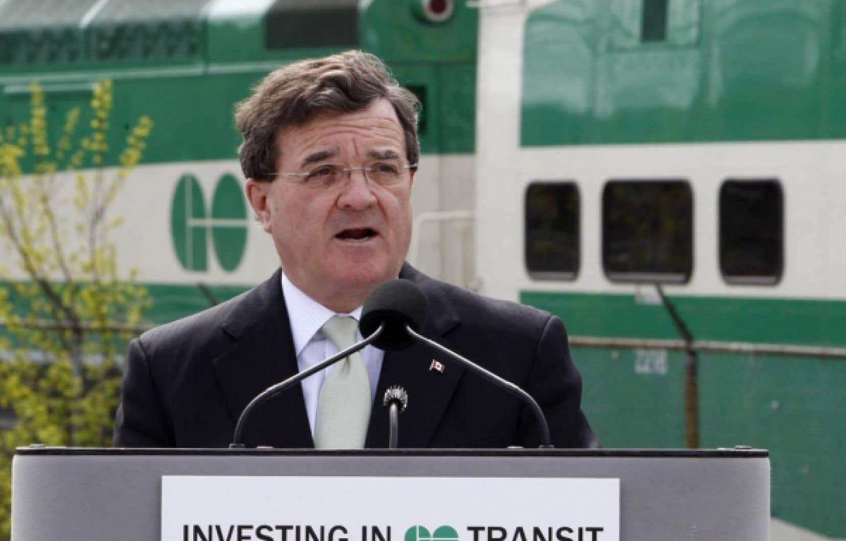 Jim Flaherty affirme que le nouveau code de conduite donnera aux commerçants la liberté de choisir le réseau qu'ils souhaitent, ce qui les aidera à réaliser des économies qu'ils pourront ensuite refiler aux consommateurs.