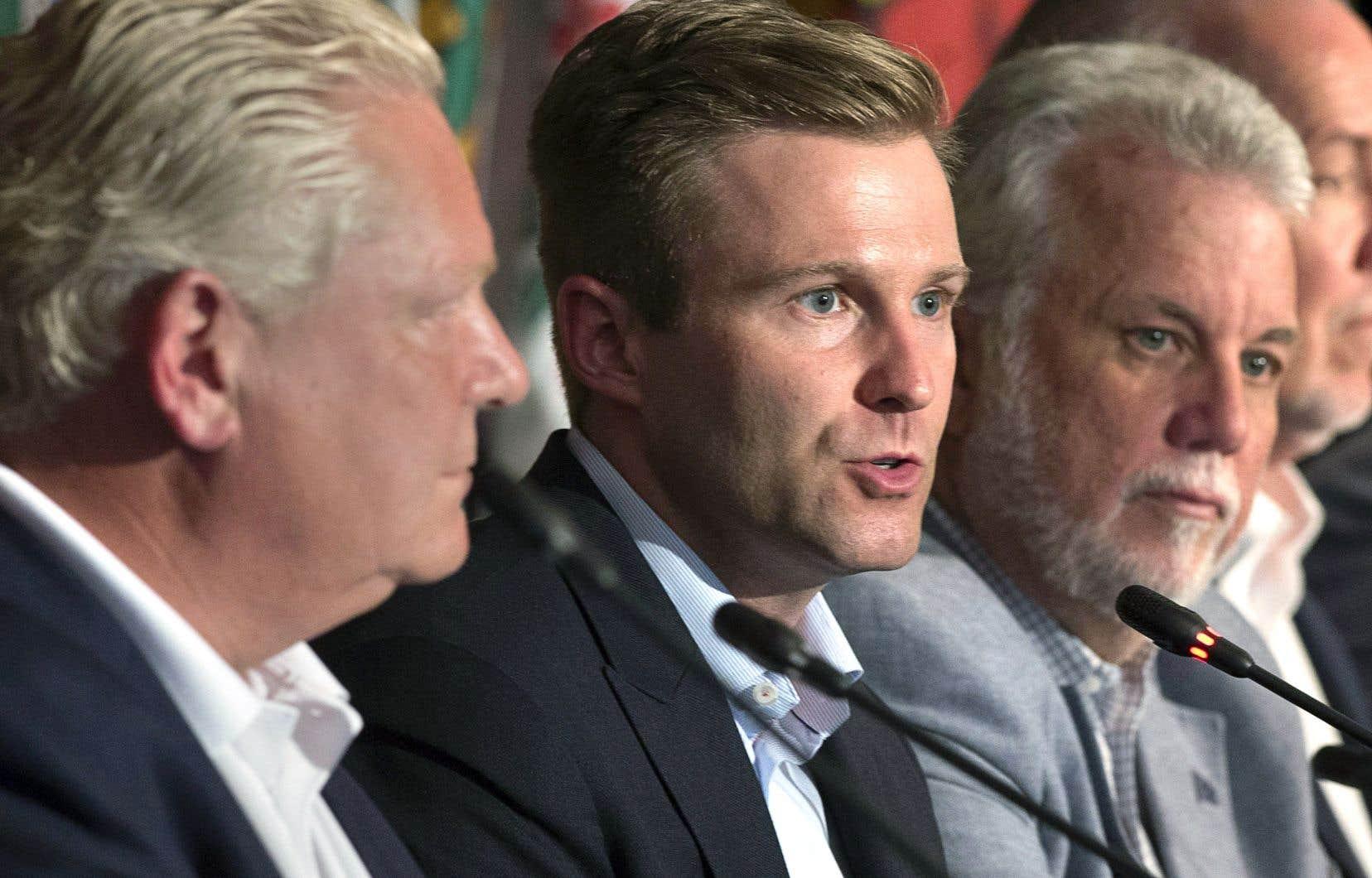 Les premiers ministres Doug Ford, Brian Gallant et Philippe Couillard, vendredi, à Saint-Andrews