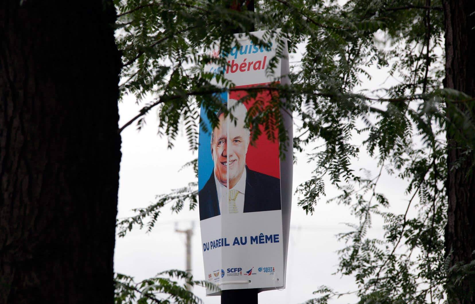 Les pancartes ont également été installées à Montréal, dans la circonscription de Laurier-Dorion, lundi soir.