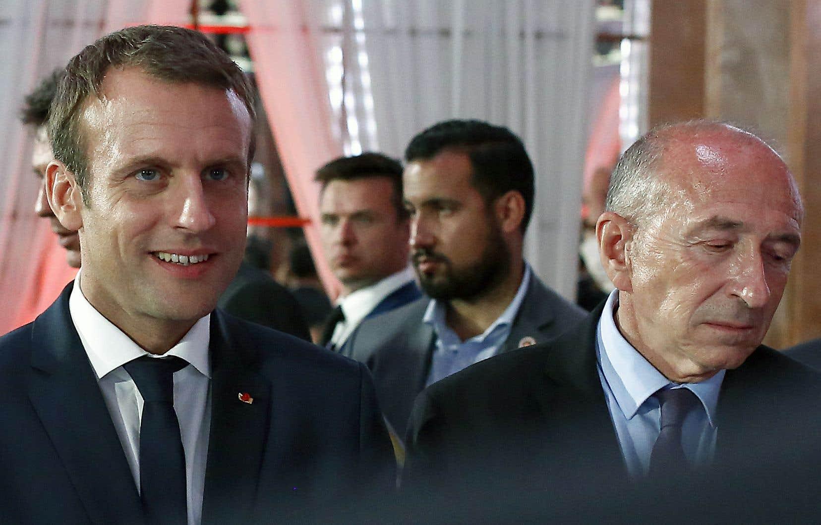 L'ex-collaborateur du président Macron Alexandre Benalla apparaît à l'arrière-plan sur cette photo prise en juin l'an dernier, aux côtés d'Emmanuel Macron et du ministre de l'Intérieur, Gérard Collomb (à droite).