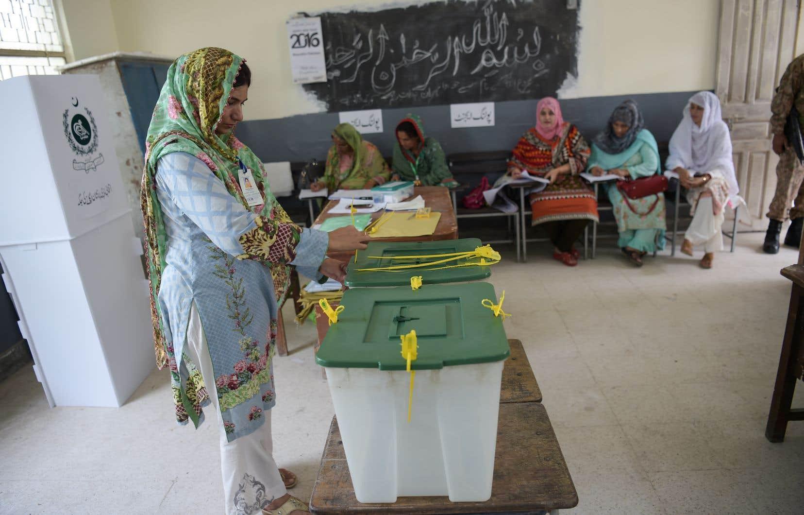 Quelque 106 millions d'électeurs, sur une population de 207 millions de personnes, sont appelés aux urnes ce mercredi.