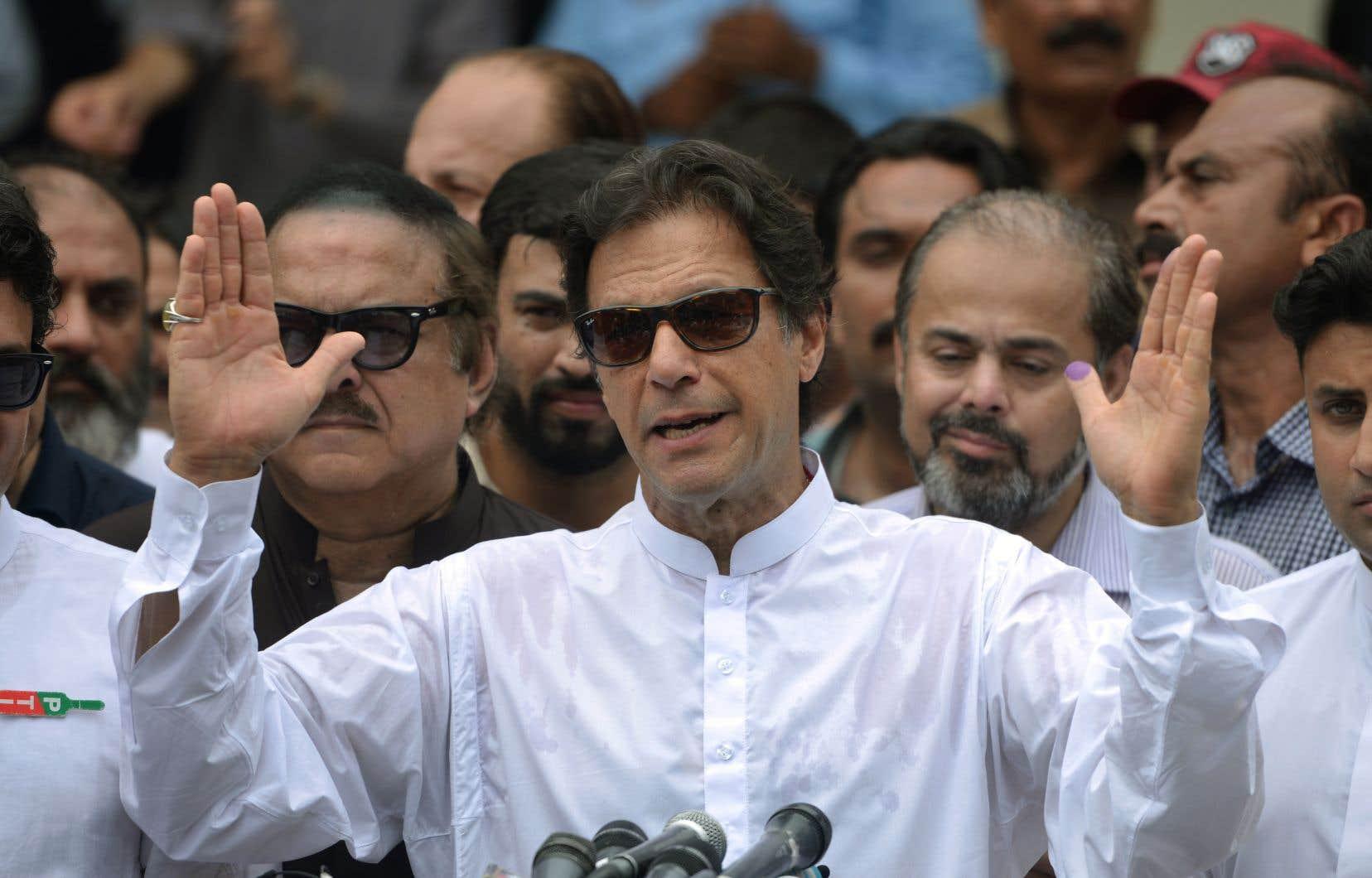 L'ex-champion de cricket et homme politique Imran Khan a revendiqué jeudi la victoire de son parti aux élections législatives.