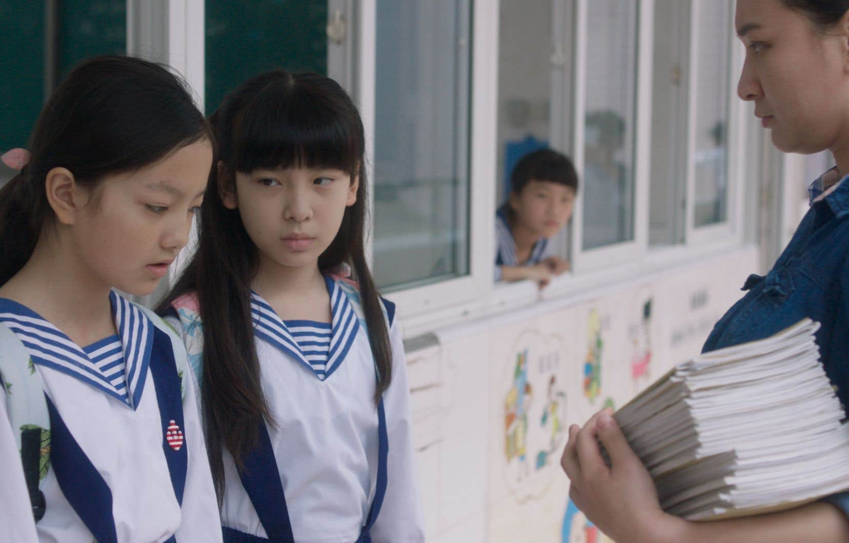 Deux enfants, Wen et Xin, seront victimes d'une agression sexuelle dont sera témoin Mia, employée d'hôtel mineure et sans papiers, dans ce drame fin sur fond de station balnéaire qui sonde le rapport de sa société à la féminité.