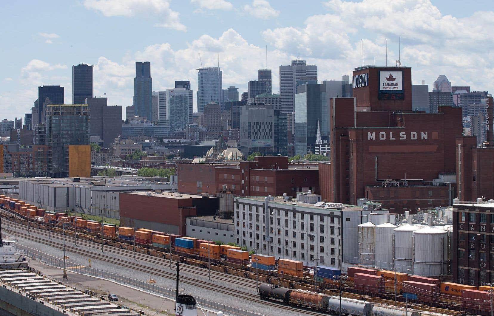Le Vieux-Port de Montréal est un site touristique très fréquenté.