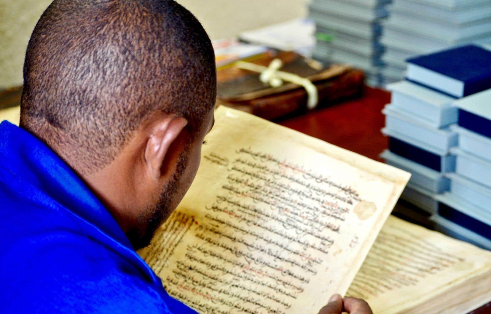 Les manuscrits médiévaux ont été sauvés des djihadistes en étant exfiltrés de Tombouctou à Bamako par des passionnés du patrimoine.