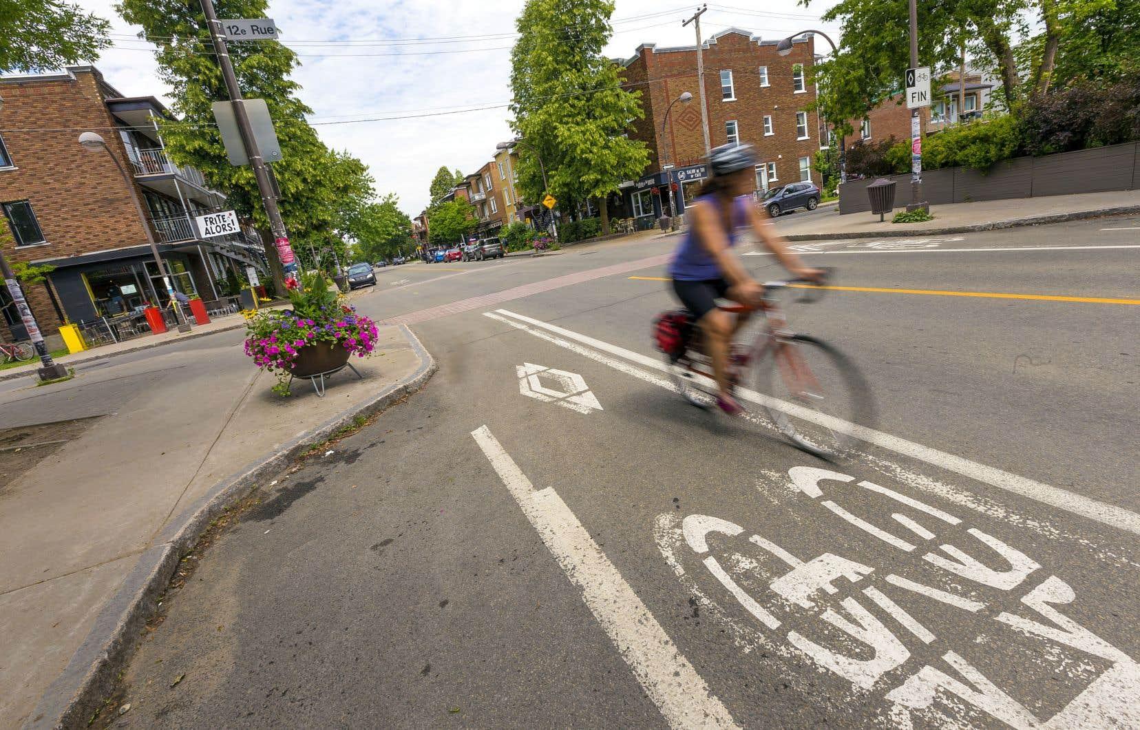 La Ville de Québec a décidé de prolonger des bandes cyclables sur l'artère commerciale principale de Limoilou, de la 12e à la 24e rue, et a choisi de sacrifier deux saillies de trottoir et 48 places de stationnement.