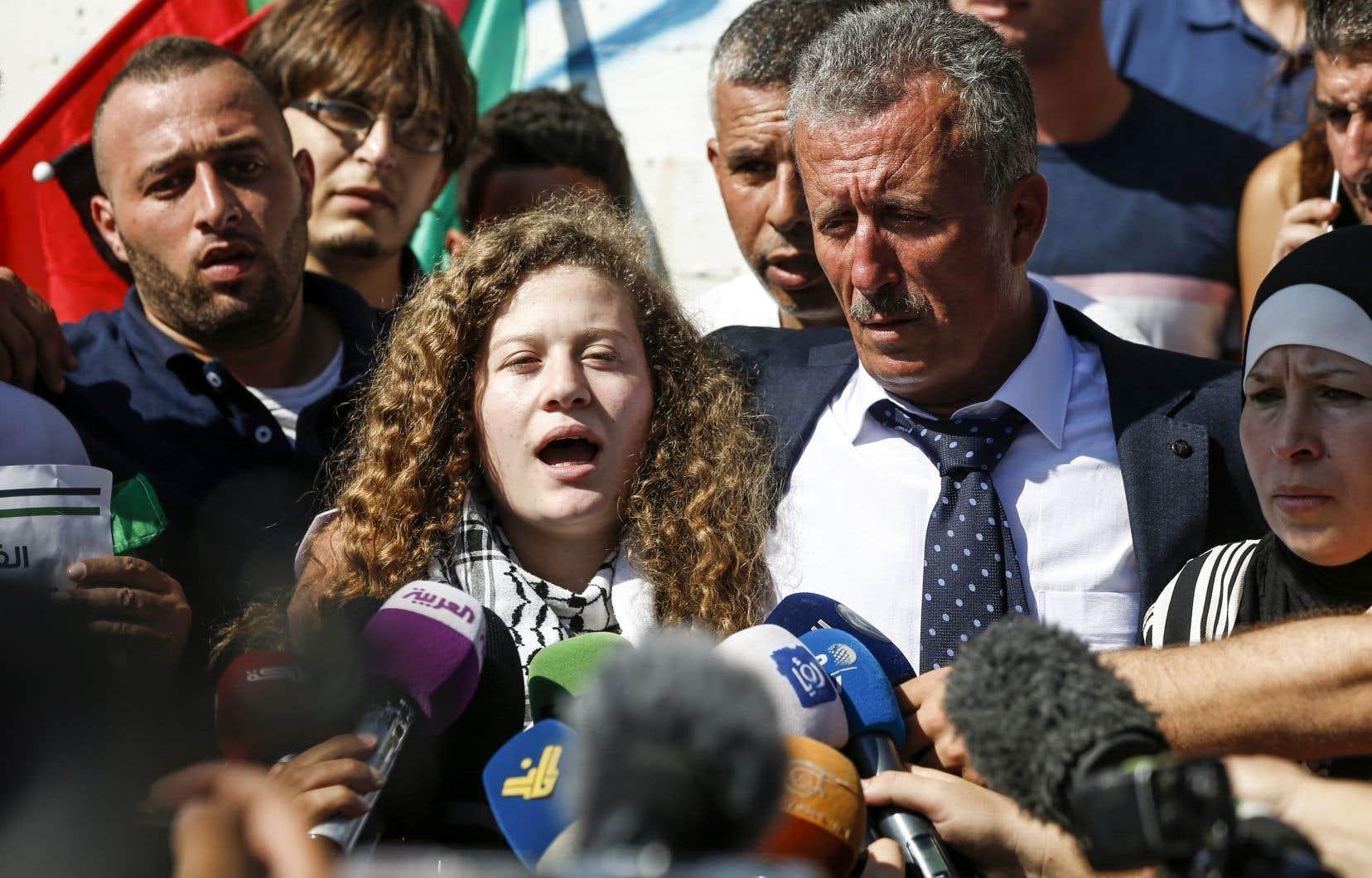 Ahed Tamimi s'est adressée aux journalistes lors de sa sortie de prison.