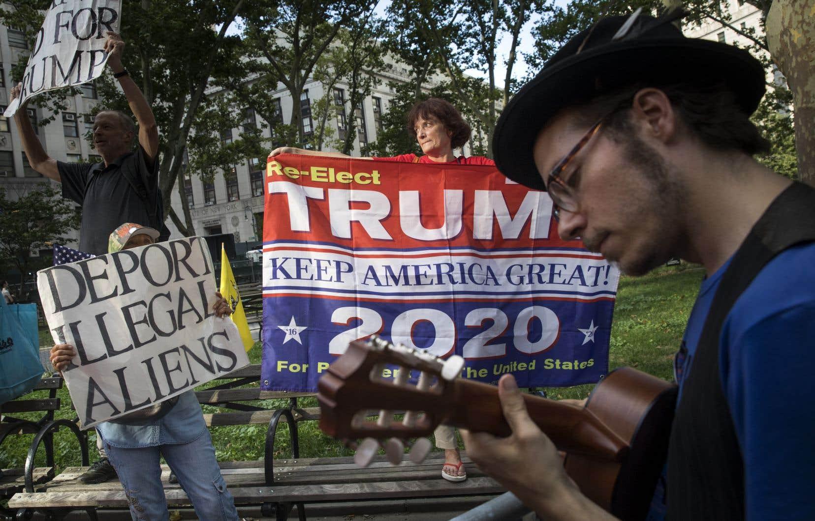 Des contre-manifestants qui soutiennent le président Donald Trump se sont invités à un rassemblement de militants protestant contre les politiques d'immigration du gouvernement Trump, le 26 juillet dernier à New York.